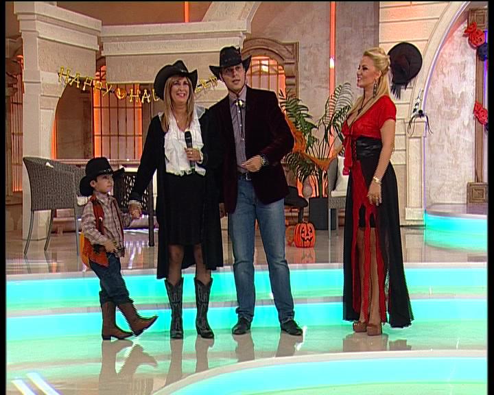 Halloween ca-n Texas! Prințul Carol îi face curte fiicei Danielei Gyorfi!