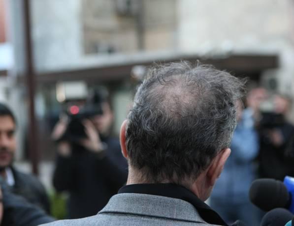 Metoda Becali împotriva căderii părului!!!